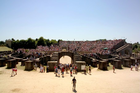 Panoramic view of the fully occupied amphitheatre during the Roman Festival.