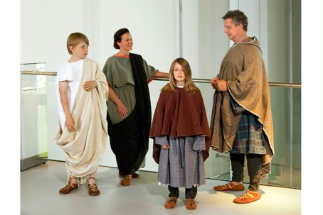 Family dressed in Roman clothes.