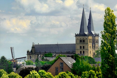 Xanten's cathedral seen from the museum.