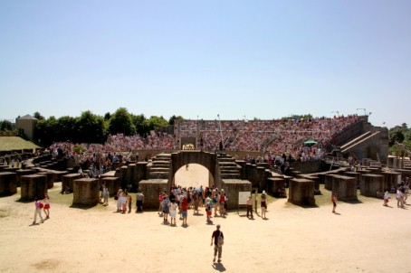 Panoramic view of the packed amphitheatre during the Roman Festival.